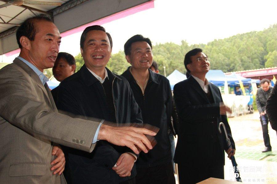 广东省农业厅厅长郑伟仪、副厅长 郑惠典等领导走访企业展位