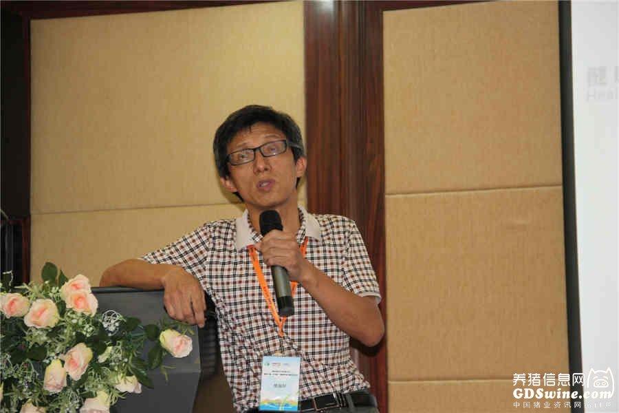 广东省养猪行业协会秘书长樊福好博士讲课