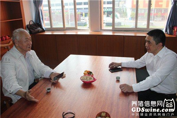 华南农业大学兽医学院林绍荣教授与姚礼辉总经理交流