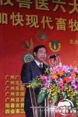 陈福林宣读省人大主任欧广源写给联谊会的贺信
