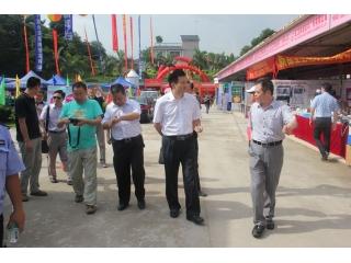 广东省农业厅副厅长郑惠典一行参观博览会