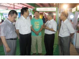 郑惠典副厅长一行参观企业展位