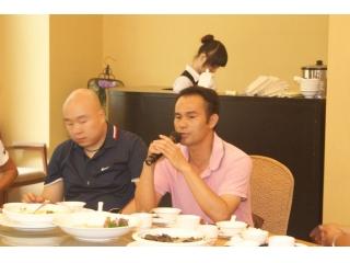 广州市良种猪场李华周场长跟网友交流