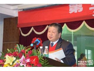 广东省养猪行业协会会长吴秋豪主持种猪拍卖