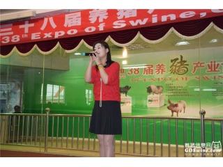省农业厅李琳带来《火苗》、《我只在乎你》独唱