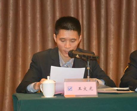 正典生物财务总监王文龙作《佛山正典公司2015年度财务总结报告及2016年度财务预算》报告