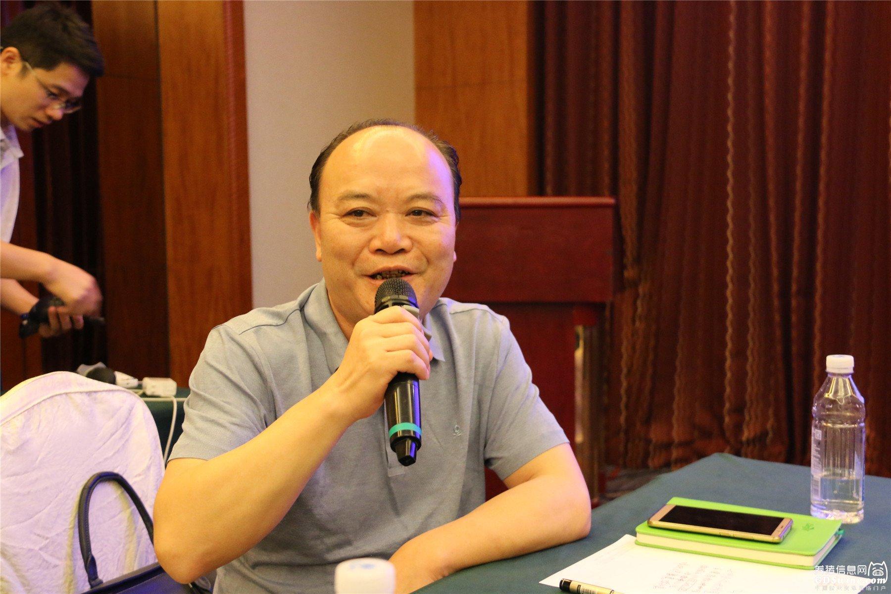清远市养猪协会邓书文会长作工作汇报