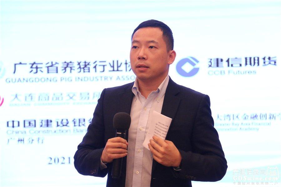 中国建设银行广州分行乡村金融业务中心负责人钟源致辞